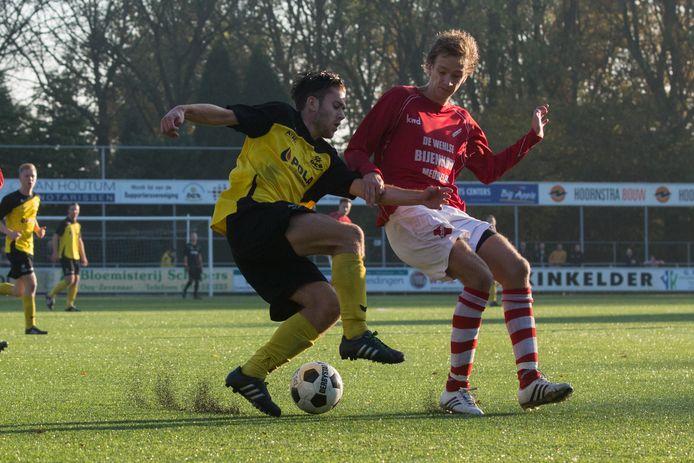 Sven Willems (links) scoorde de 2-2 voor DCS in Arnhem tegen ESA.
