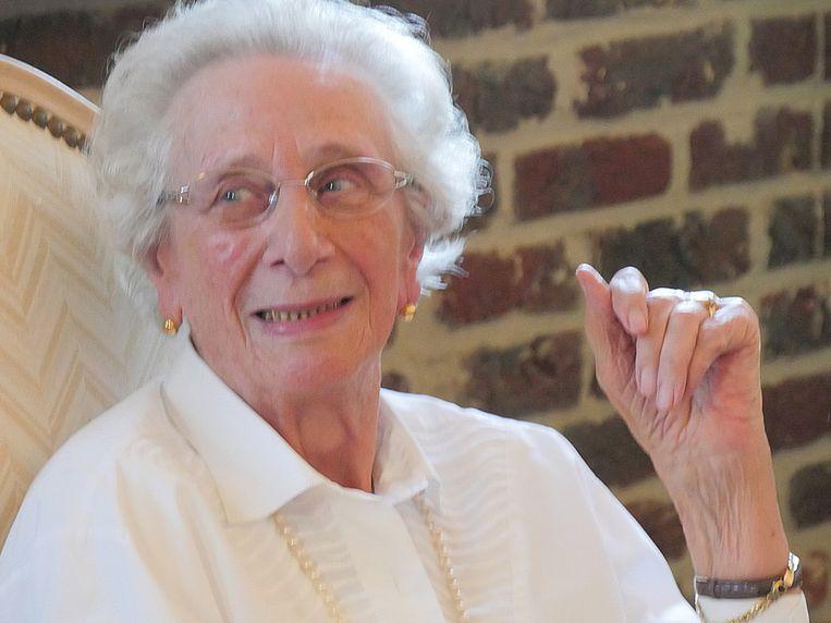 Annie Dewaele bij de viering van haar 90ste verjaardag.