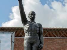 Olympisch Stadion in Amsterdam haalt beeld met 'Hitlergroet' weg
