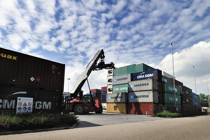 De Markiezaat Container Terminal aan de Vierlinghweg in Bergen op Zoom moet ongeveer drie jaar langer in gebruik blijven. Immers, het ontwerp voor de nieuwe MCT bij de Burgemeester Peterssluis pakt groter uit en moet opnieuw in procedure worden gebracht.