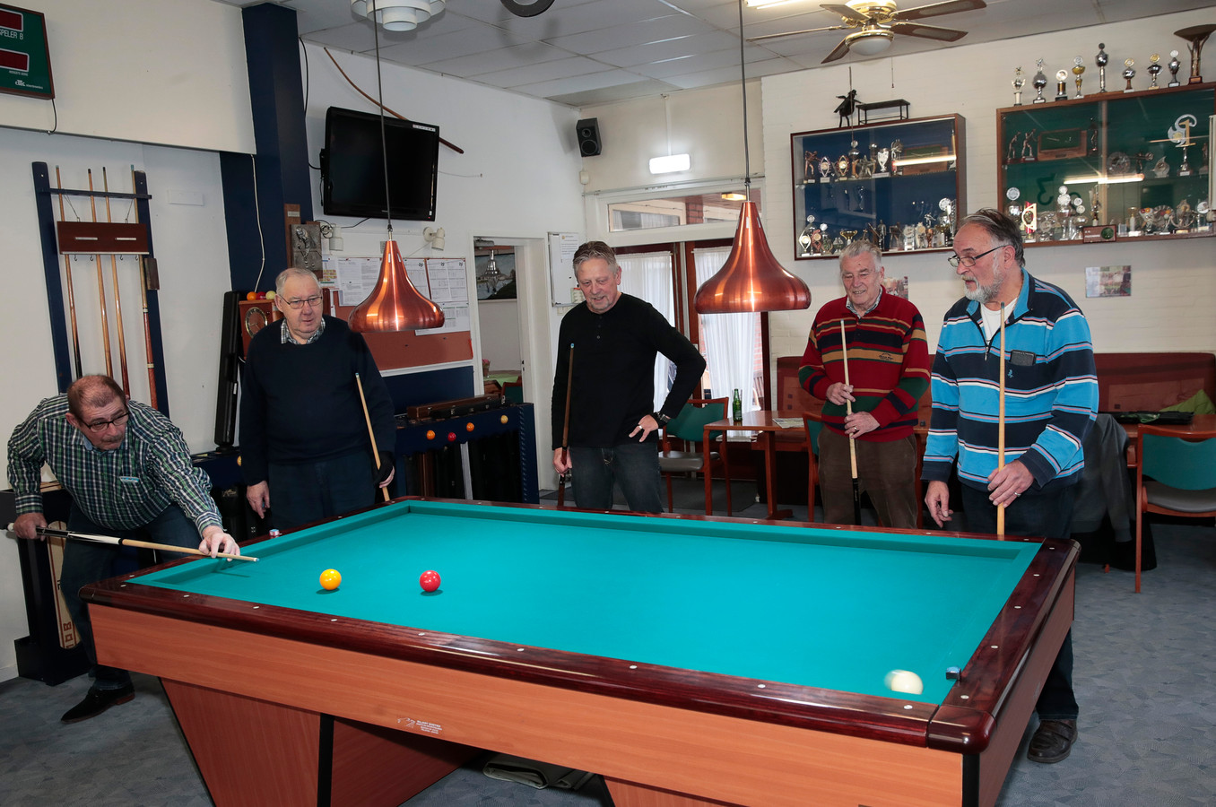 De biljarters kunnen alle drie hun tafels meenemen naar de kleedruimte van de oude sporthal De Rozet, hun nieuwe onderkomen.