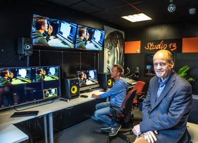 Zwolse docent Wim Hilberdink maakt minister Slob mediawijs