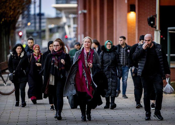 Advocaat Nelleke Stolk en de familie arriveren bij de rechtbank voor de zaak tegen Bekir E.