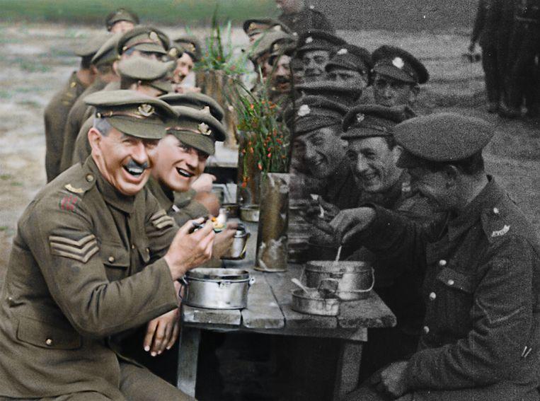 Als de zwartwitbeelden zich vullen met kleur ziet de kijker plots hoe de soldaten de Eerste Wereldoorlog zelf hebben ervaren.  Beeld