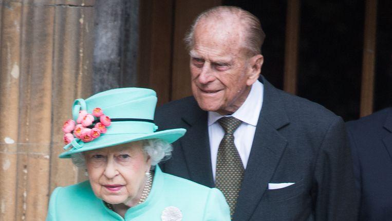 De Britse koningin is 91 jaar geworden, haar man prins Philip blaast in juni 96 kaarsjes uit.