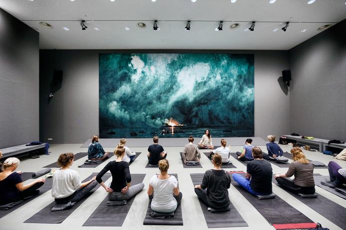02-12-2016 :  Utrecht : Yogales in Centraal Museum  Foto: Ruud Voest