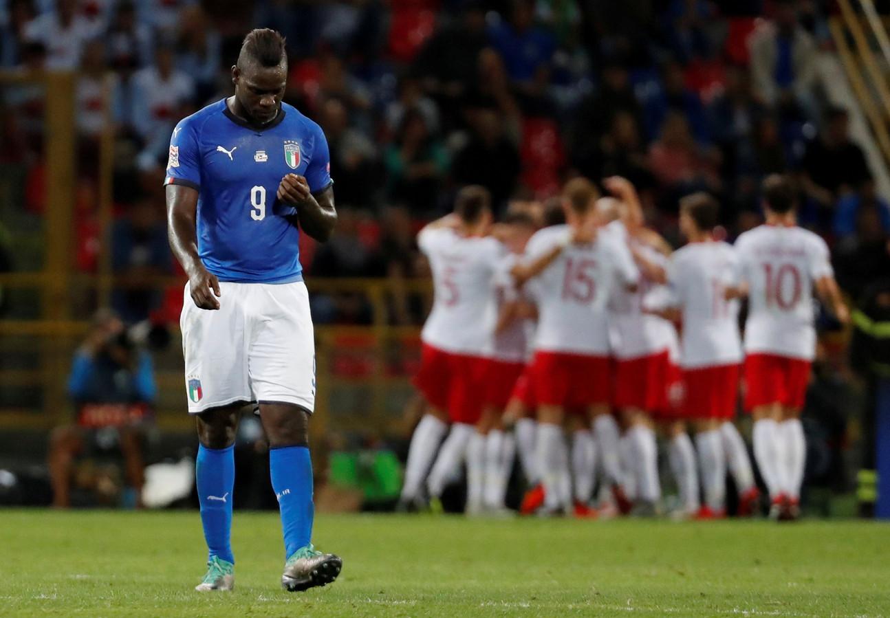 Mario Balotelli baalt na de 0-1 van Polen.