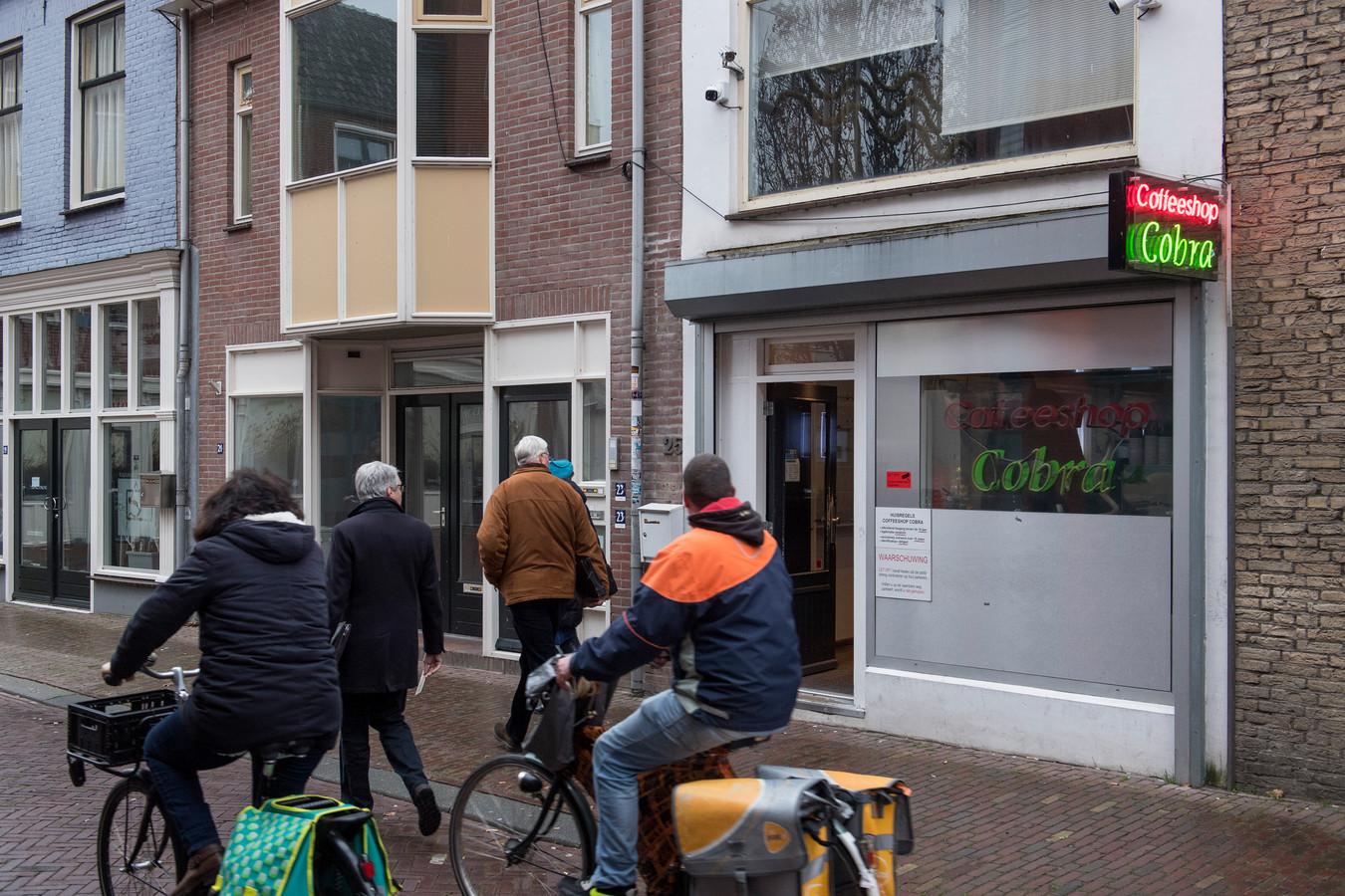 Coffeeshop Cobra in de Tolhuisstraat is één van de vier coffeeshops die het Tielse centrum rijk is.