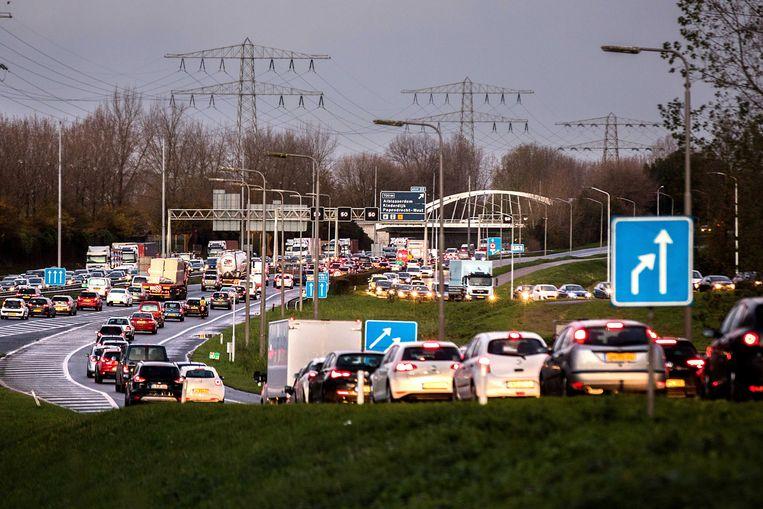 Drukte op de A15 bij Papendrecht.  Beeld ANP