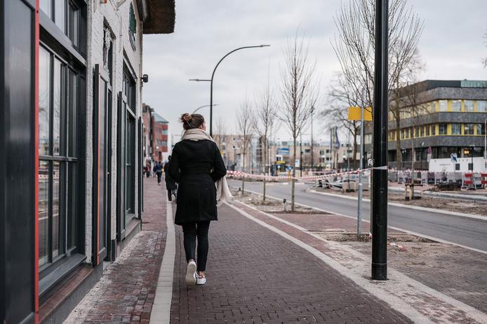 JV27032019 Doetinchem voetpad Terborgseweg is wel heel erg smal geworden thv de voormalige bruidswinkel, fietspad / Foto : Jan Ruland van den Brink