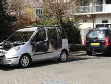 Auto vliegt in brand in Winterswijk