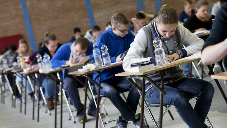 Tijdens het eindexamen Nederland wordt gevraagd naar het 'verband' tussen alinea's en de 'functie' van alinea's. Beeld anp