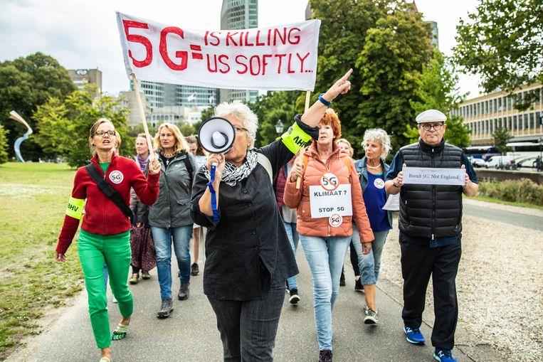 Op steeds meer plekken proberen burgers het plaatsen van zendmasten voor 5G-internet te voorkomen. Ze zijn bang voor gezondheidsschade, ook al is daar geen sluitend wetenschappelijk bewijs voor.  Beeld ANP