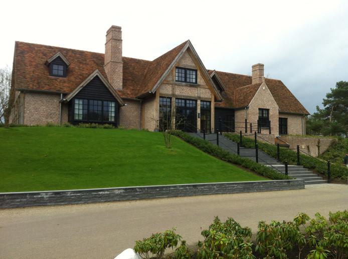 Links naast het clubhuis van The Duke in Nistelrode moet de conferentieruimte met daarboven een hotel komen.