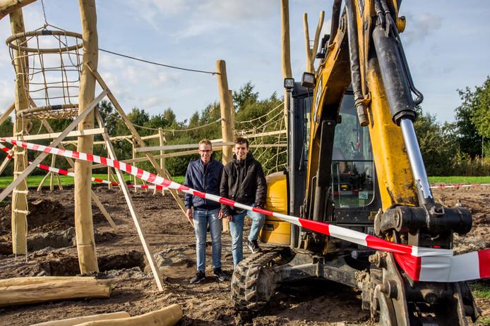 Sprang-Capelle Evenemententerrein Thomas Heurter en Rick Sterrenburg hebben zich ingezet voor nieuwe speeltuin