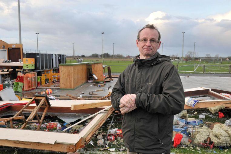 De windhoos legde de hele accommodatie van voetbalclub Oosterzele plat.