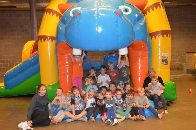 De kinderen konden zich uitleven op verschillende springkastelen.
