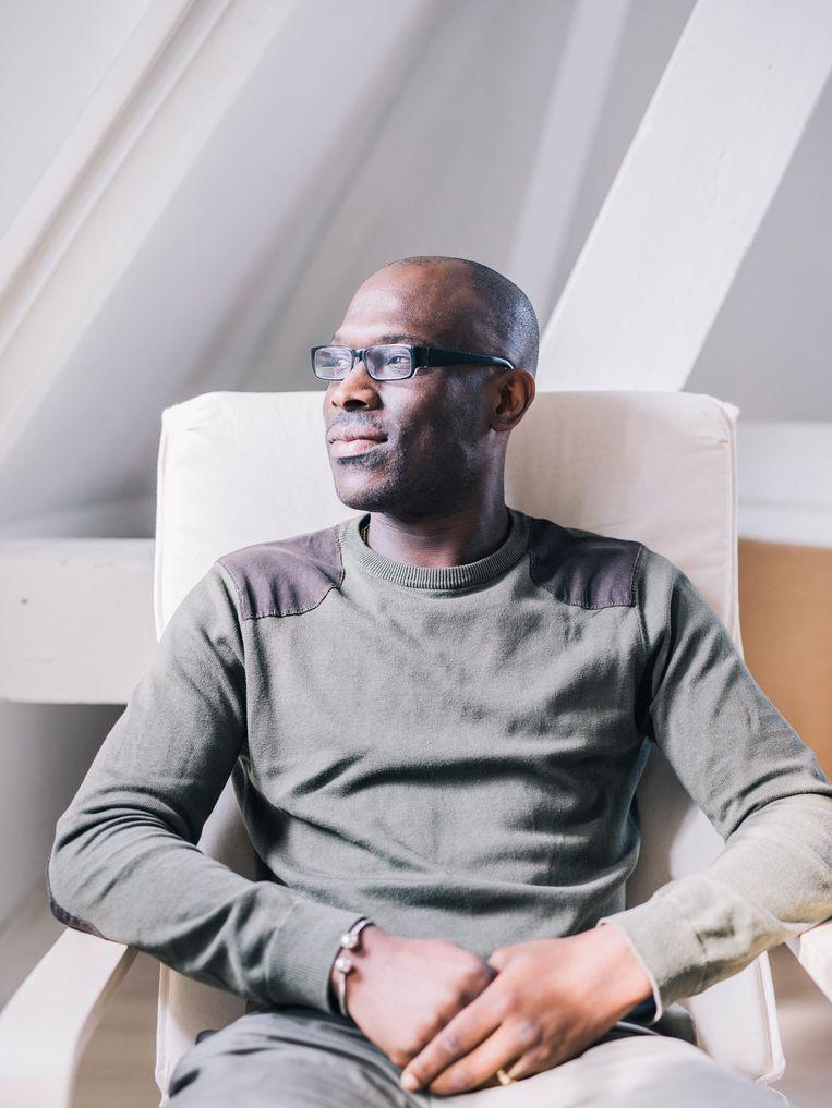 Mitchell Esajas: ''Apartheid' laat zien dat Surinamers niet met open armen werden ontvangen in Nederland.' Beeld Marcel Wogram