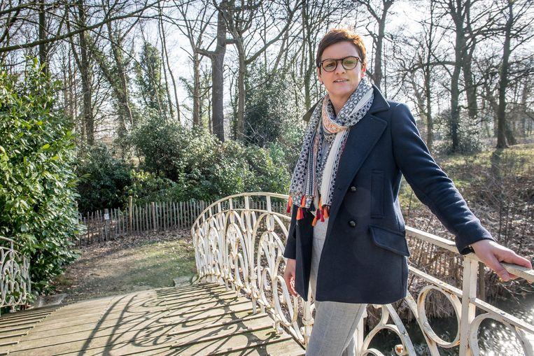 Groenschepen Caroline Maertens met achter haar het stuk park dat binnenkort ook openbaar wordt.