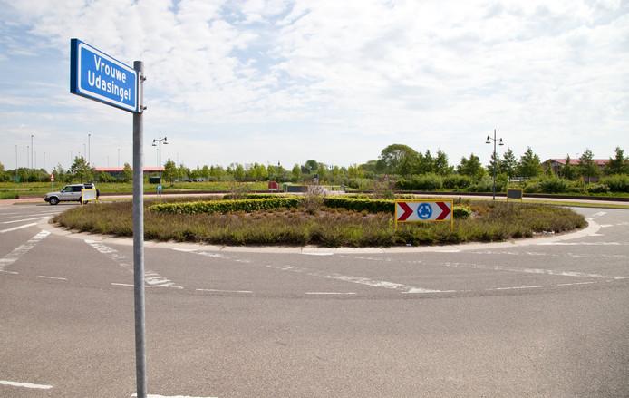 De rotonde op de kruising Turennesingel - Vrouwe Udasingel in Lent. De SP wil niet dat zandtransporten via de Vrouwe Udasingel gaan.