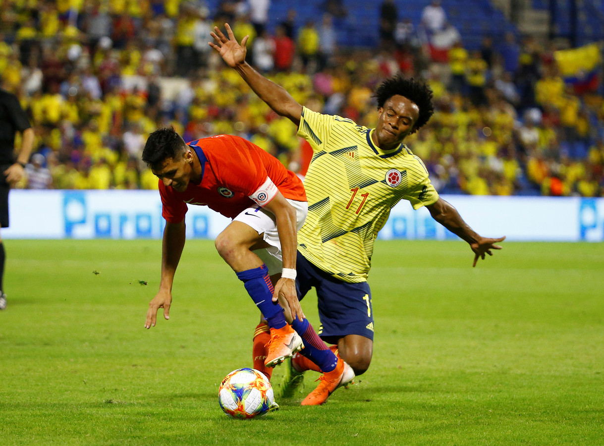 Soccer Football - International Friendly - Chile v Colombia - Estadio Jose Rico Perez, Alicante, Spain - October 12, 2019  Chile's Alexis Sanchez in action with Colombia's Juan Cuadrado  REUTERS/Javier Barbancho