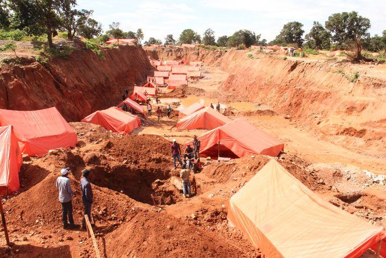 Een mijn in Congo, waar veel metalen die nodig zijn voor elektrische auto's vandaan komen. Beeld Getty Images