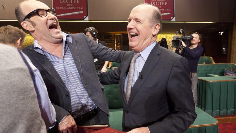 Bart Chabot (L) en presentator Philip Freriks lachen uitbundig na afloop van het 21e Groot Dictee der Nederlandse Taal Beeld ANP