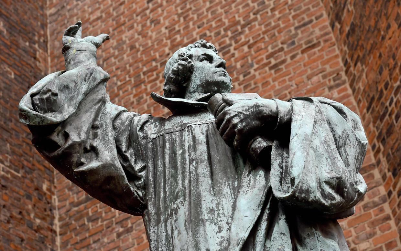 Standbeeld van Maarten Luther bij de Marktkerk in Hannover.