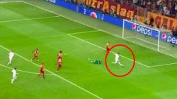 """Veel lof voor Courtois, Hazard na straffe misser neergesabeld: """"Wie Eden vóór Real niet zag, zou denken dat hij zijn cv vervalst heeft"""""""
