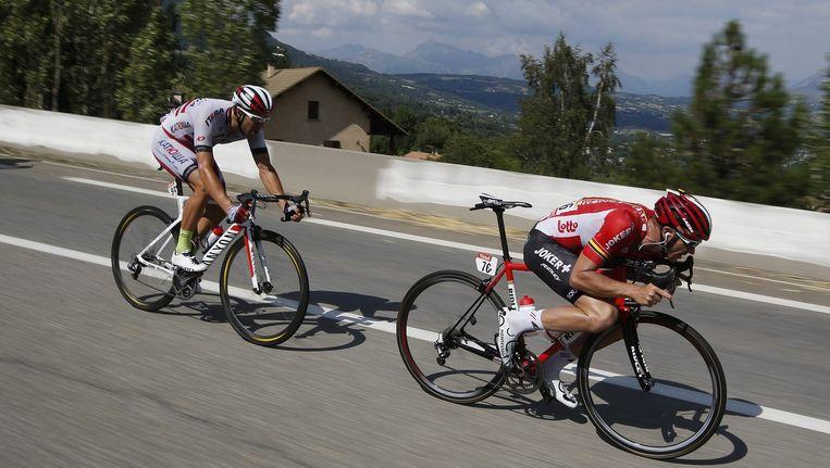 De Australiër Adam Hansen (rechts) daalt in de zestiende etappe van de Tour. Beeld anp