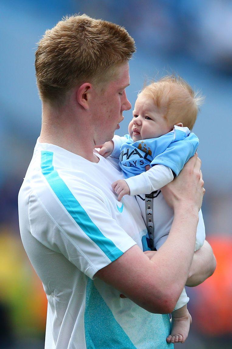 Kevin de Bruyne met zijn zoontje Mason Milian Beeld getty