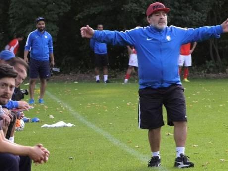 Een glimp. Maradona stuurde in 2017 zijn spelers aan tegen SV Twello