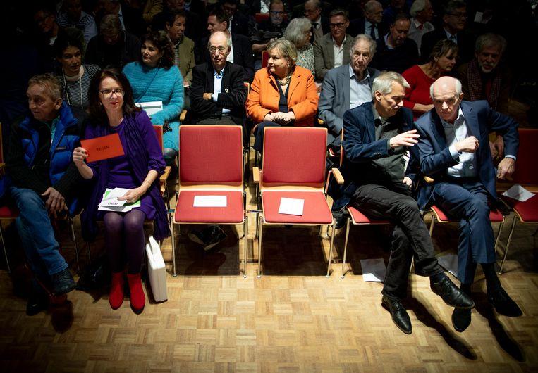 Een ledenvergadering van 50Plus. Rechts Geert Dales.  Beeld null