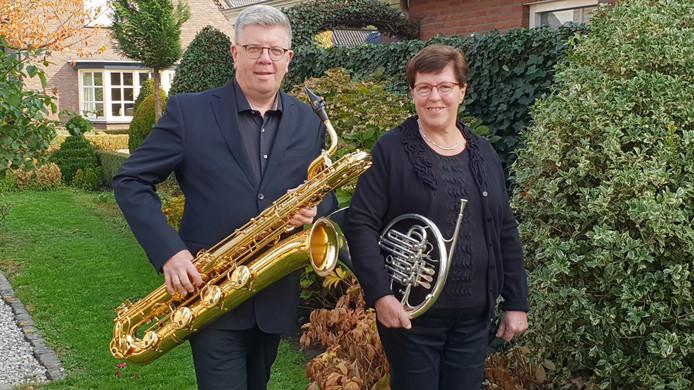Chris Rijkers en Dina Verhoeven,  de twee jubilarissen van fanfare St. Lucia uit De Mortel.