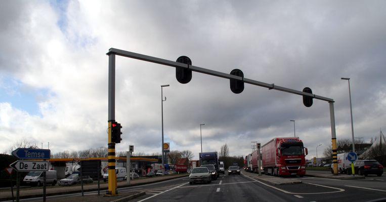 De N16 in Temse, aan het kruispunt van de Hoogkamerstraat.