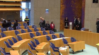 Man springt van tribune in Nederlandse Tweede Kamer