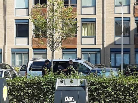 Arrestatieteam haalt man uit woning in Nijmegen, vuurwapen aangetroffen