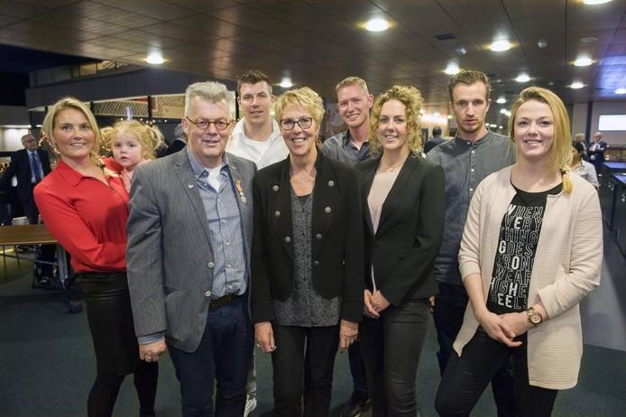 Jos van Raaij en familie in het provinciehuis. Foto: Olaf Smit