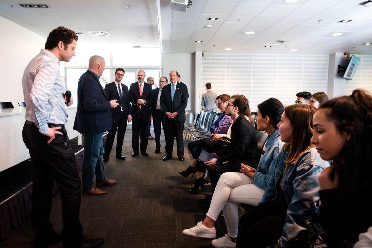 De ambassadeur van de Verenigde Staten in België Ronald J. Gidwitz bracht op vrijdag 22 maart een bezoek aan Universiteit Hasselt en Hogeschool PXL. In mei van vorig jaar werd Gidwitz door president Trump benoemd als vertegenwoordiger van de Amerikaanse regering in ons land.