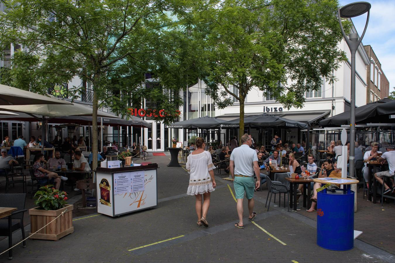Ook op het Amaliaplein is de gezelligheid sinds Tweede Pinksterdag terug.