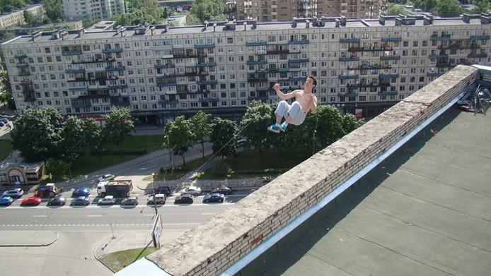 De laatste foto die van Pavel Kashin werd gemaakt voor hij van het gebouw viel