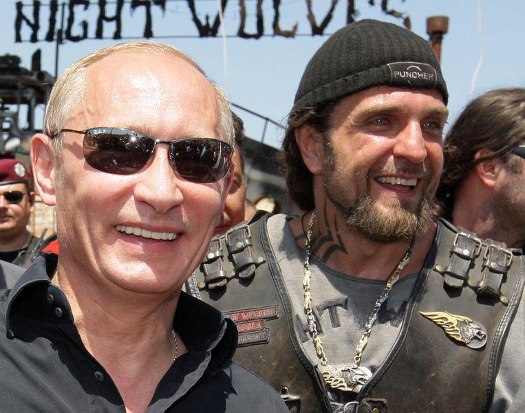 Alexander Zaldostanov en Poetin in 2010. Beeld afp