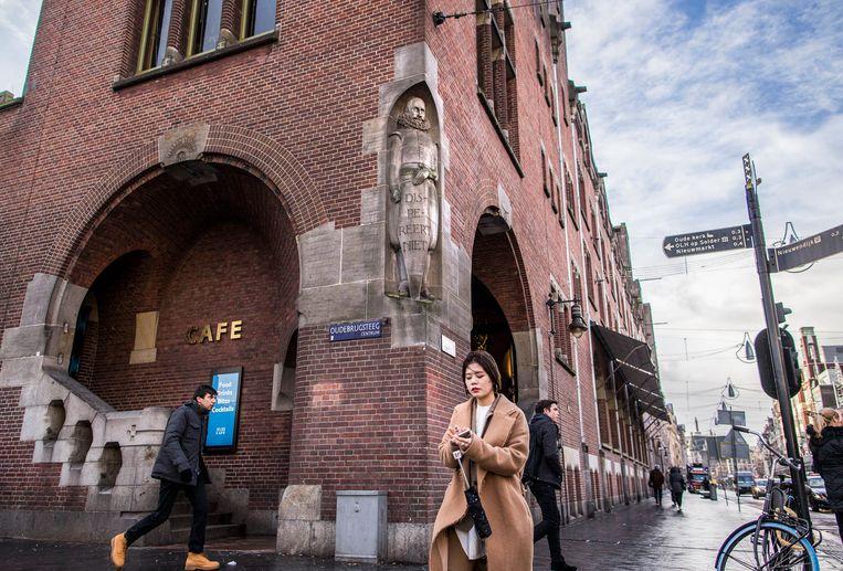 Standbeeld van Jan Pieterszoon Coen bij de Beurs van Berlage. Beeld Rink Hof (111305)