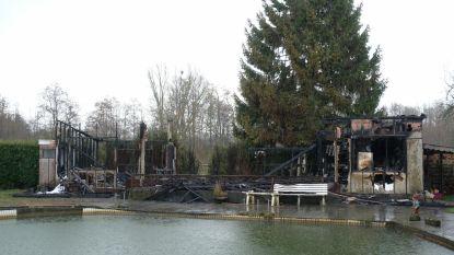 40 jaar oude visclub gaat in vlammen op