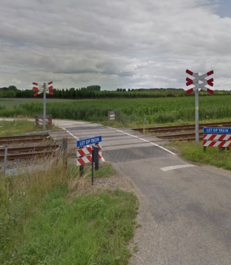 ProRail sluit donderdag deze onbeveiligde overweg in Opheusden