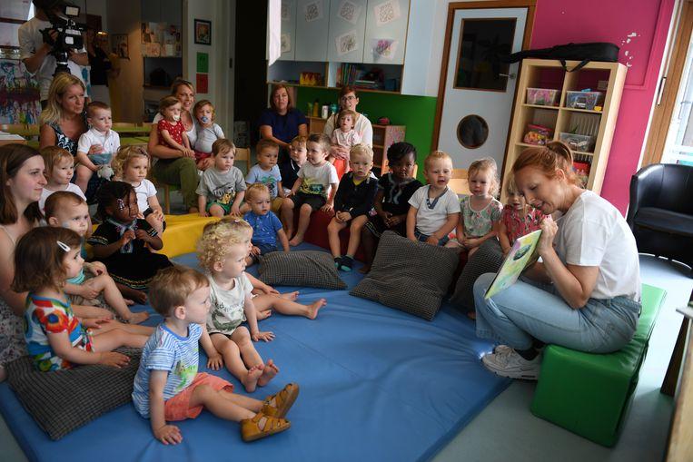Kinderdagverblijf Kabouterberg van de KU Leuven kreeg een enthousiaste Linde Merckpoel op bezoek voor een bijzondere voorleessessie.