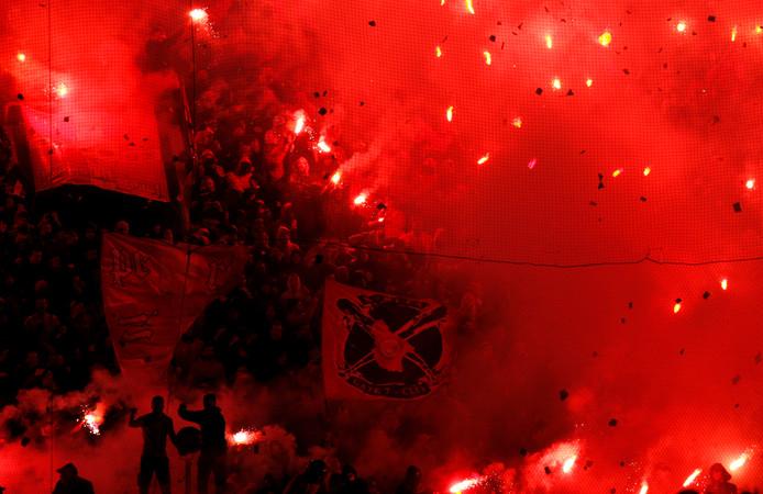Olympiakos-fans op archiefbeeld.
