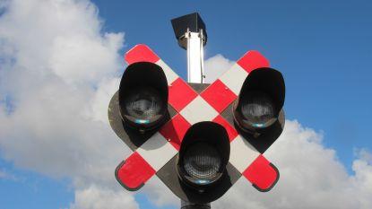 Spooroverweg aan Rozenberg dagenlang nodeloos afgesloten