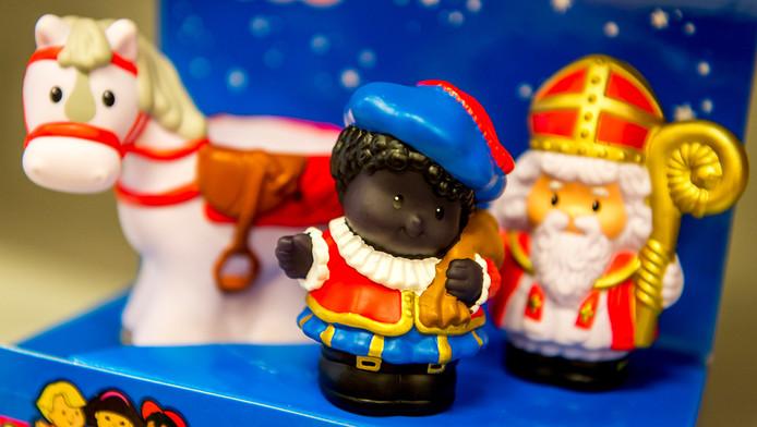 Sinterklaas en Zwarte Piet speelgoed-poppetjes van Fisher-Price. De speelgoedfabrikant haalt de Zwarte Piet-poppetje uit het assortiment na klachten, waarin kenbaar werd gemaakt dat het poppetje racistisch zou zijn.