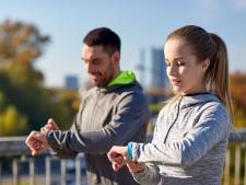 Zelhemmer (79) is los: alle 99 verkeerd bestelde fitness trackers verkocht